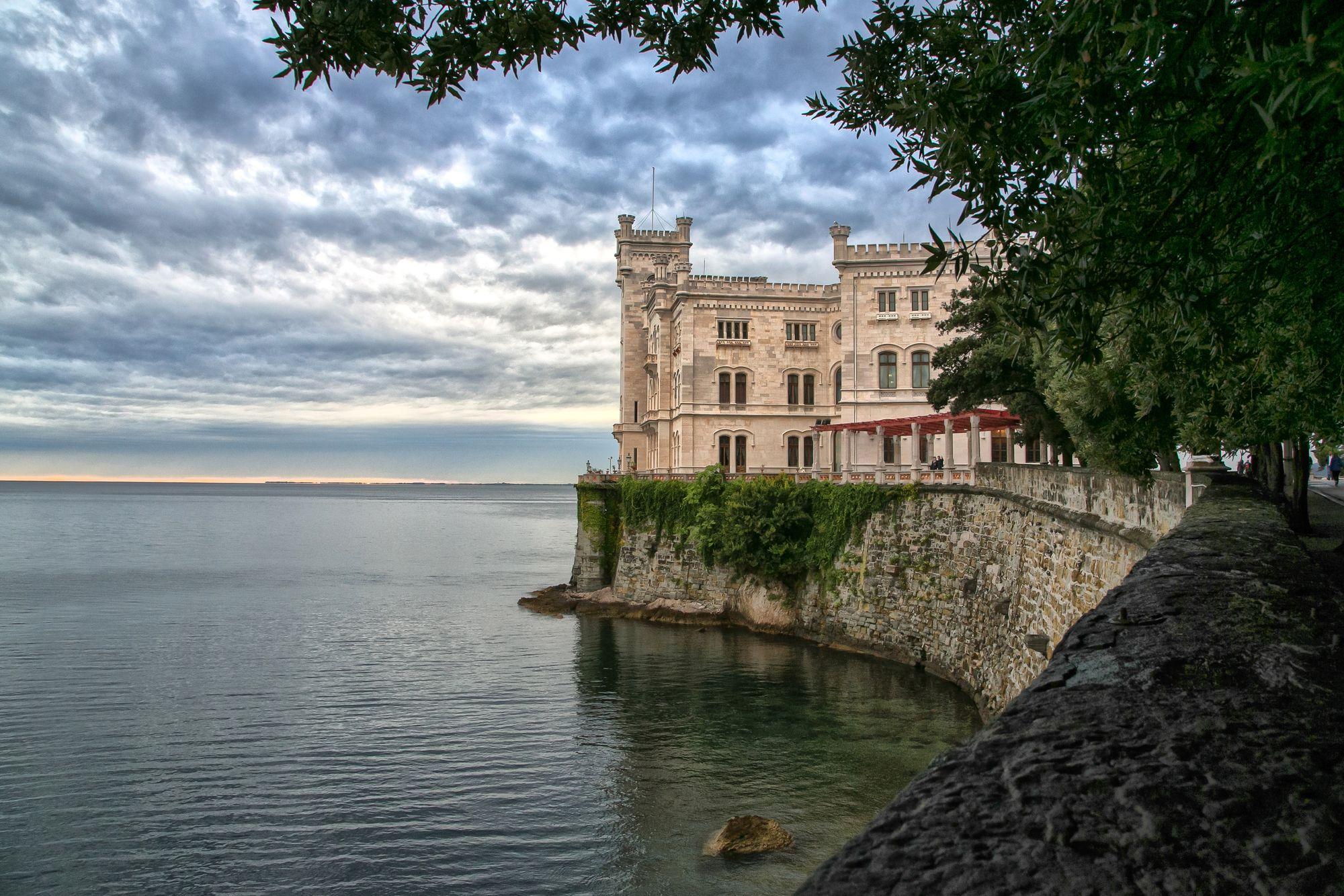 HDR Fotografie Schloss Miramare in Triest Italien.